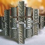 Anello con elementi in oro bianco con fusione all'osso di seppia