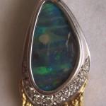 Pendente in oro bicolore, opale e diamanti