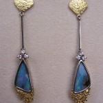 orecchini in oro bicolore, opali e diamanti